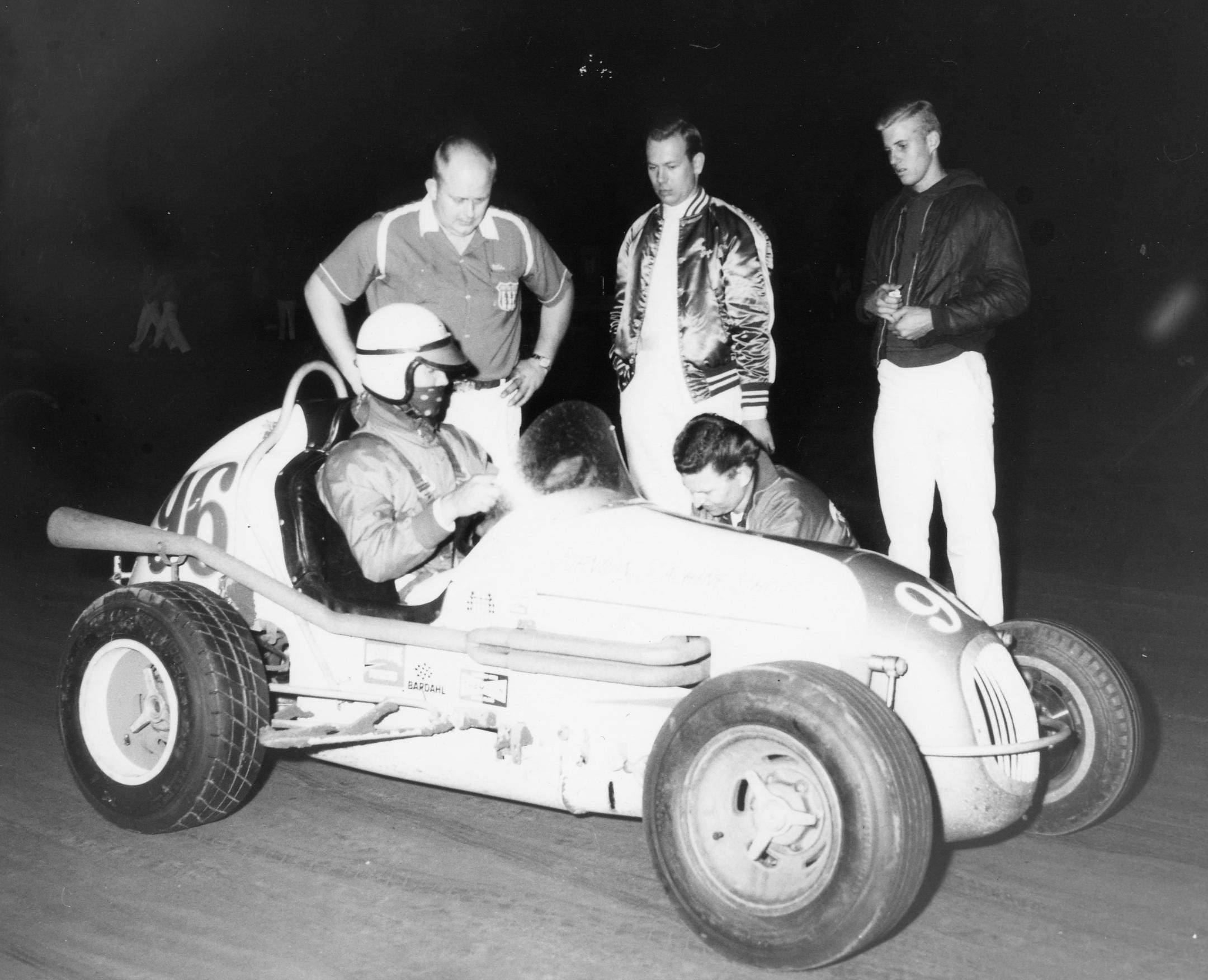 16 1965 #96 Parnelli Jones last minute adjustment Ascot Park