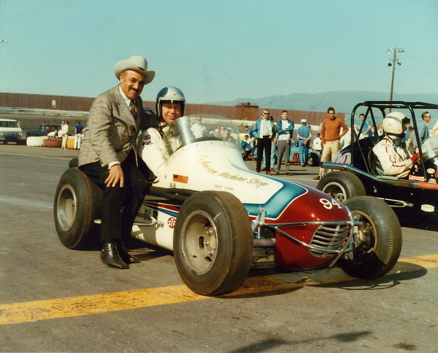 36 1970 #94 G.Benson,  J.C. Agajanian #32 J. Parsons before the trophy Dash San Jose Speedway.