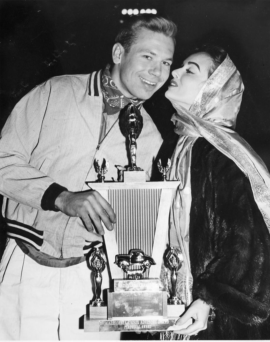 6 1959  G. Benson and screen legend Ann Blyth, Trophy Presentation for Raisin festival sweepstakes win
